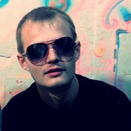 Пара из Москвы ищет девушку для жмж, желательно би и брюнетку