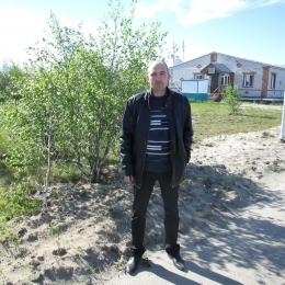 Парень ищет секса с девушкой или женщиной в Ижевске